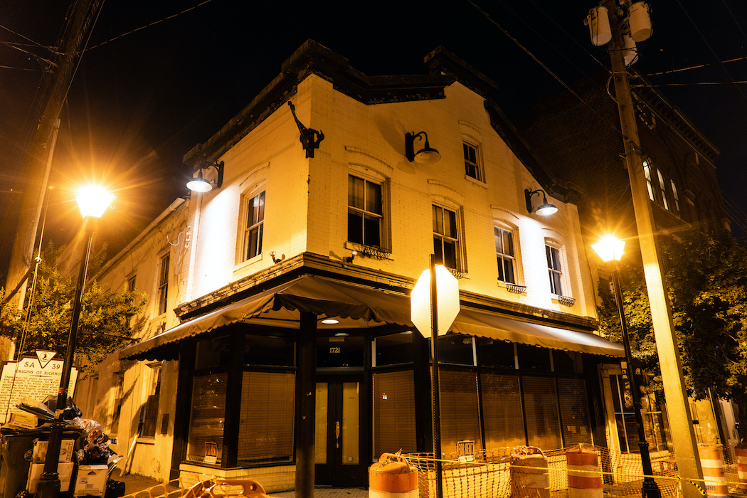 A night time picture of the Smith and Foundry building shares its ghosts with the Richmond Ghosts tours.